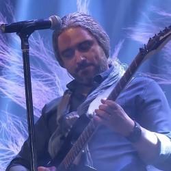 Mazyar Fallahi – Doroghe ( Live )